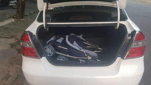 Bán ô tô cũ Daewoo Gentra sản xuất năm 2011, màu trắng như mới