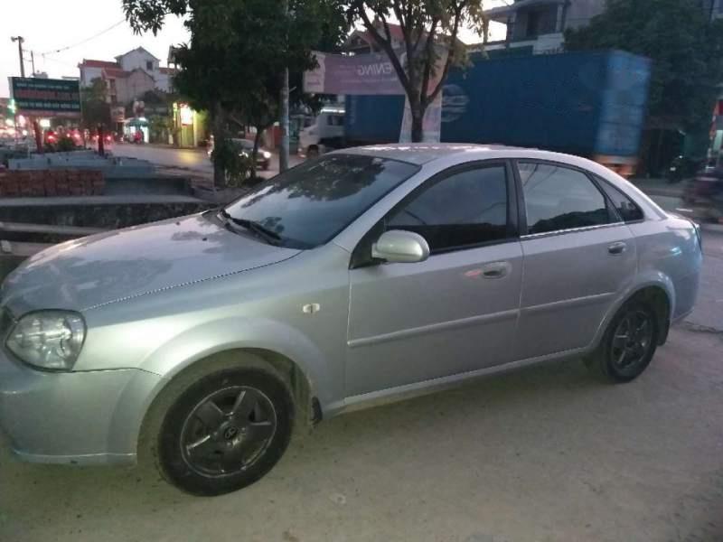 Cần bán xe Daewoo Lacetti MT năm sản xuất 2005, màu bạc