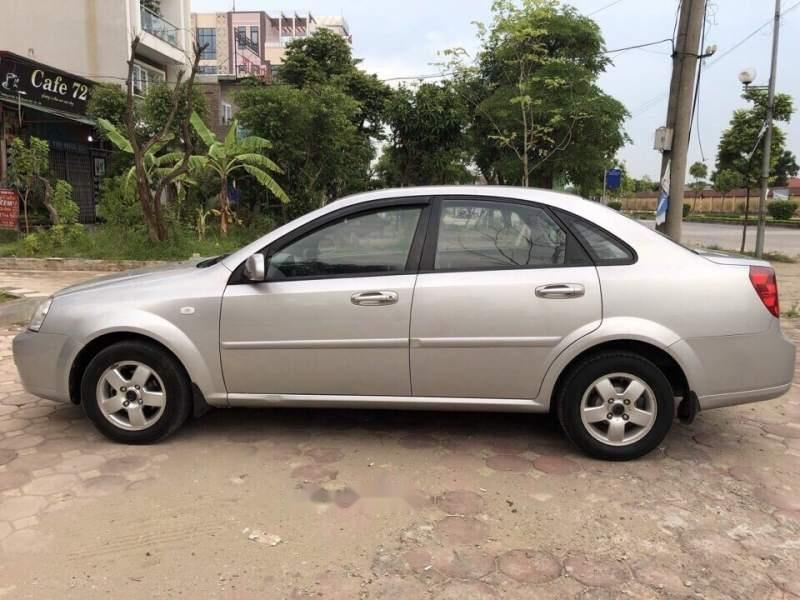 Cần bán xe Daewoo Lacetti sản xuất 2011, màu bạc