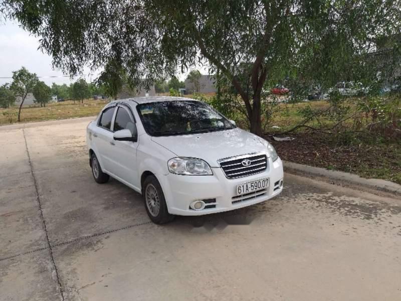 Bán ô tô Daewoo Gentra sản xuất năm 2010, màu trắng, nhập khẩu còn mới